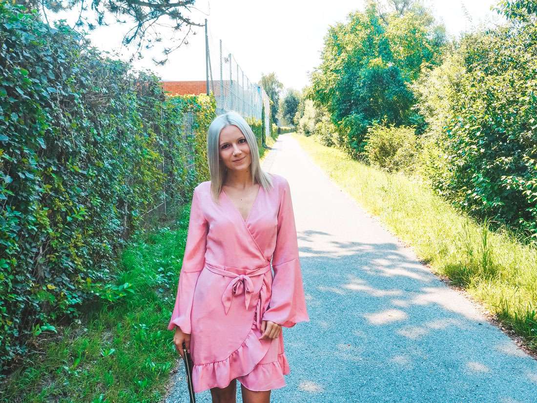 Die schönsten Wickelkleider kombinieren inklusive Styling-Tipps für jeden Anlass