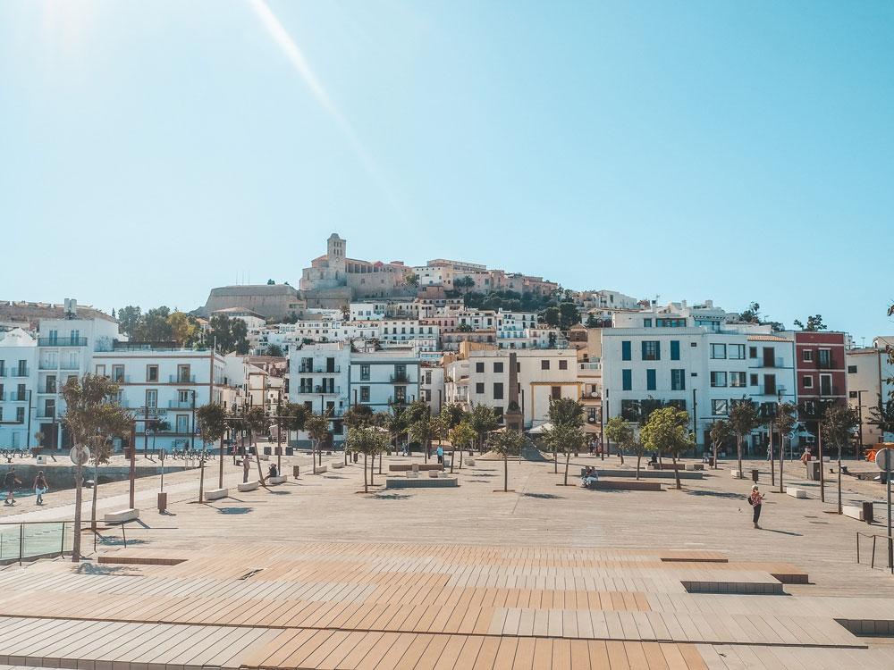 Ibiza im Oktober: So schön ist Ibiza in der Nebensaison - die Altstadt in Ibiza
