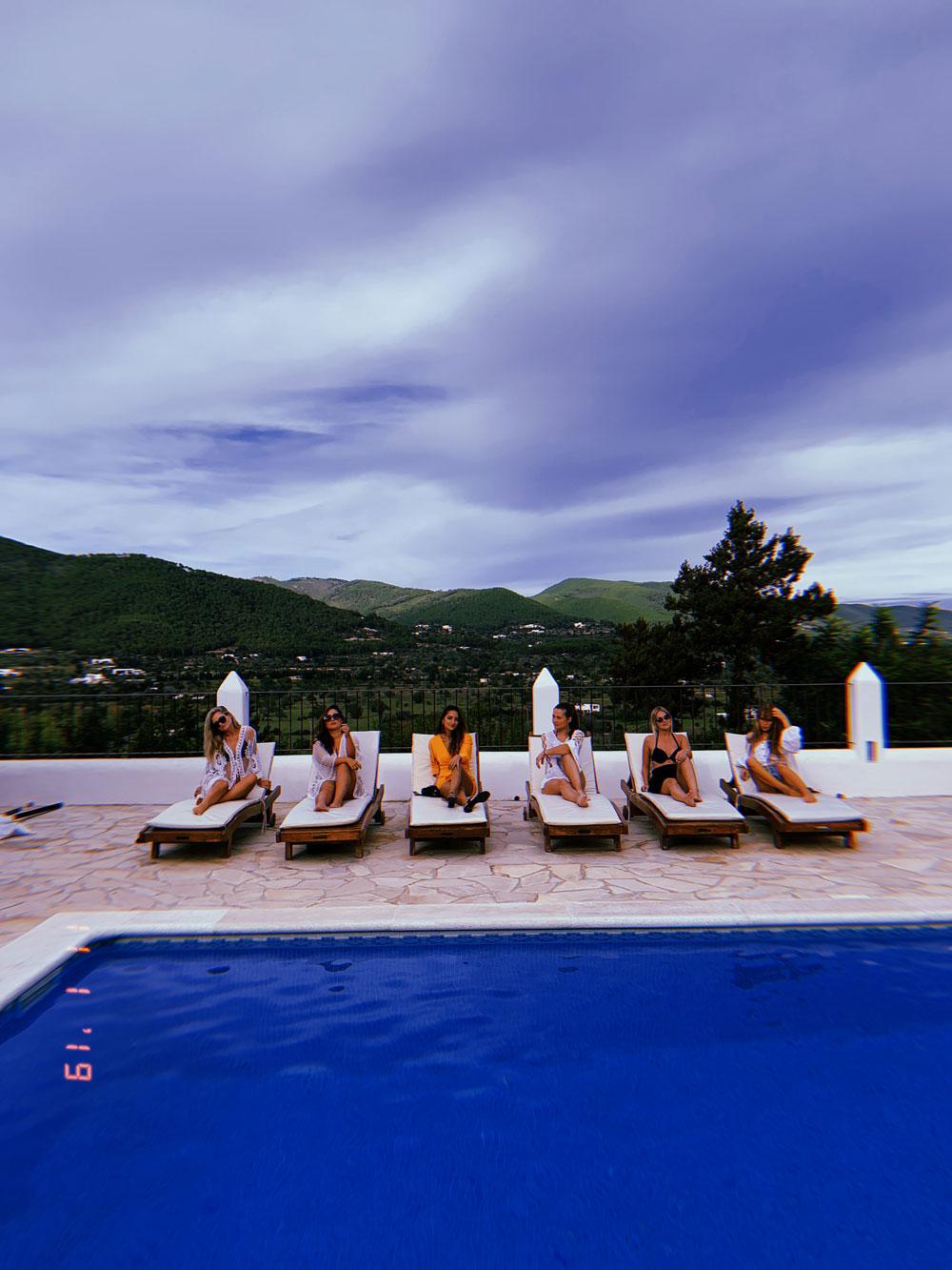 Ibiza im Oktober: So schön ist Ibiza in der Nebensaison - Villa Can Xumeu den March und unser Pool
